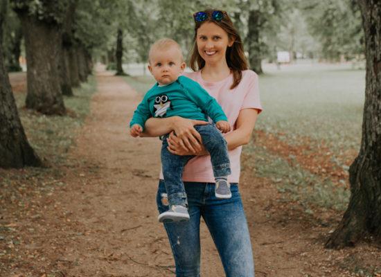 hilp ema ja poeg pargis